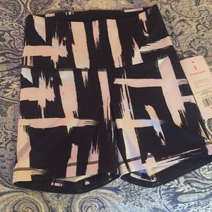 NWT LUCY Hatha shorts- S